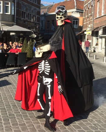 the skeletons haloween straatanimatie